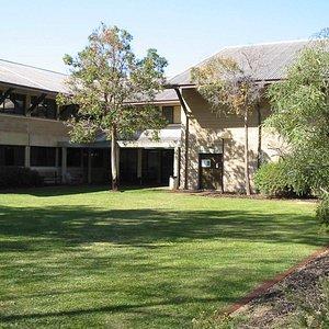 パブ近くの大学の建物である。大きな建物はないが風景に溶け込んでおり風情あり