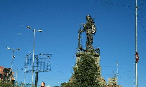 La statua vista di fronte