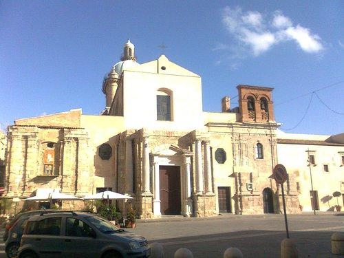 Facciata del Santuario in piazza Sant'Angelo