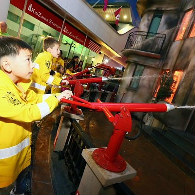 Train and become part of the Heroic KidZania Firefighters Squad. Put out a fire!