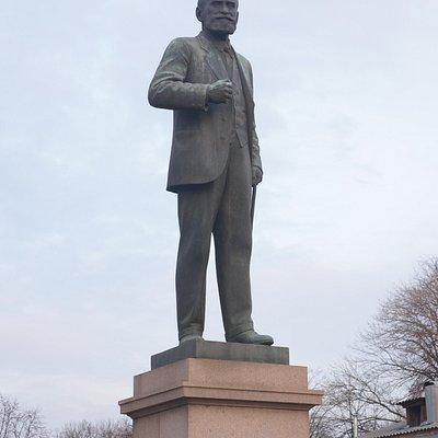 Памятник Павлову крупно