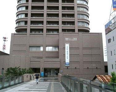 JR高崎駅の東口から出ると正面にあります。