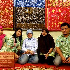 My mom with some of Wening batik staffs. They're so funny & friendly :)