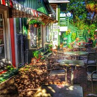 Makawao Garden Cafe, after the noon rush.