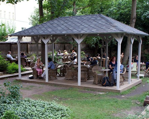 Café in the magical garden operates from 9:30 AM to 9:00 PM