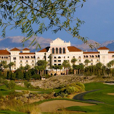 Spa Aquae is adjacent to many of the areas best golf courses, including TPC Las Vegas.