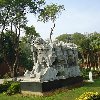 The Dandi March statue.