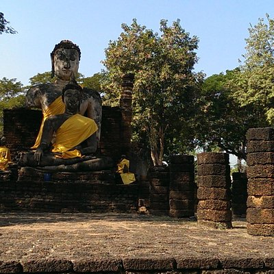 Buddhas hinter der Chedi