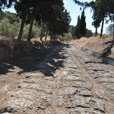 Diolkos, the ancient road