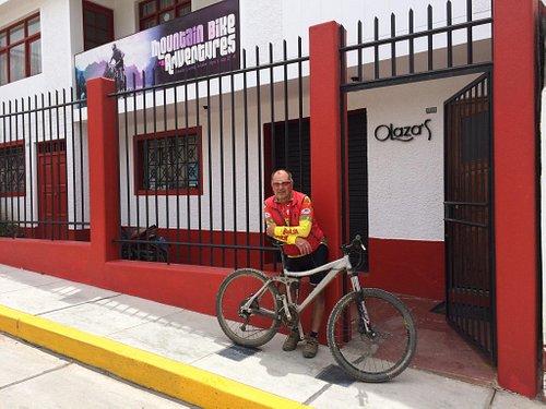 Julio in front of his bikeshop