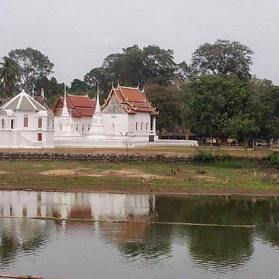 วัดอุโบสถาราม หรือวัดโบสถ์  วัดโบราณสวยงามทรงคุณค่าริมฝั่งแม่น้ำสะแกกรัง