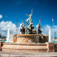 La Raices Fountain