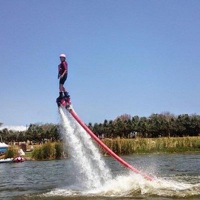 vol au dessus de l'eau au Parc des Collosses