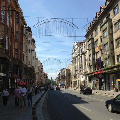 The end of Ferhadija pedestrian street, at Marshall Tito street, or Ulica Maršala Tita.