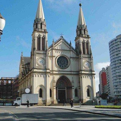 Praça com Catedral