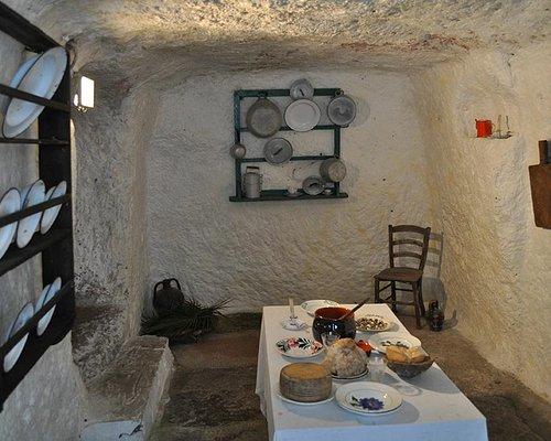 Il villaggio ipogeo comprende una serie di tombe puniche utilizzate tra la fine del VI e la fine