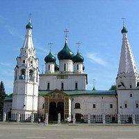 Церковь Ильи Пророка на главной площади Ярославля