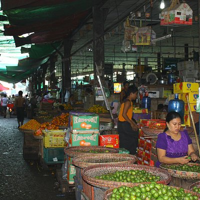 Un corridoio con venditrici
