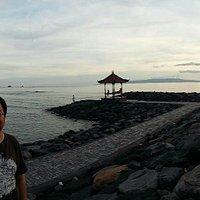 Sudut pantai Candi dasa