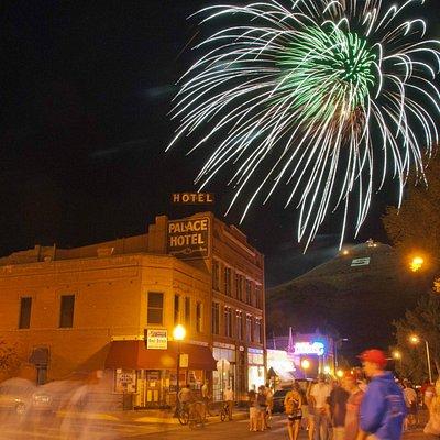 "Jul 4th fireworks off Spiral Drive aka ""S"" Mountain"