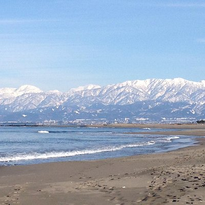 岩瀬浜から望む立山連峰