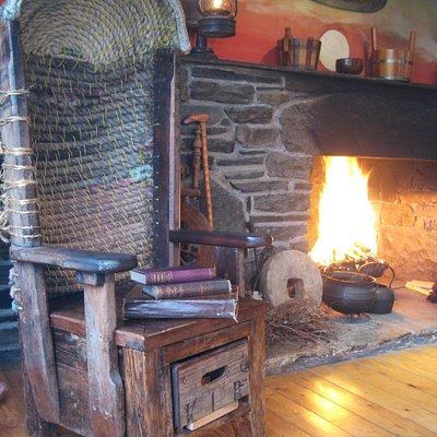 In the Folk Art Studio around the Peatfire