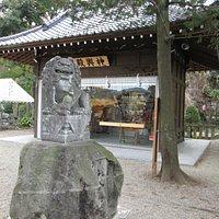 狛犬と神輿殿