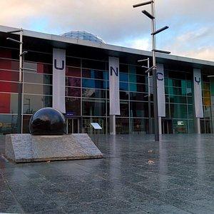 Fachada principal del Museo Nacional de Ciencia y Tecnología (MUNCYT)