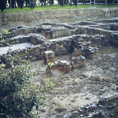 Ruinas entre olivos