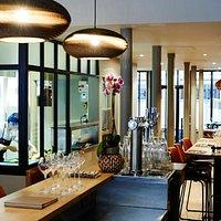 Le bar et la cuisine ouverte
