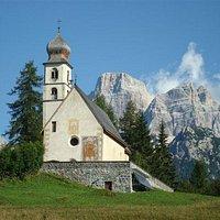 La chiesa di Santa Fosca e il Monte Pelmo