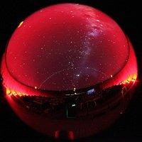 """Corto """"Sobre nuestras cabezas"""" sobre los satélites artificiales y la chatarra espacial"""