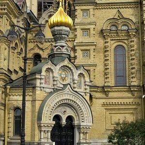 Puerta de acceso al monasterio por el lateral Sur.