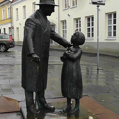 Памятник прототипу Айболита