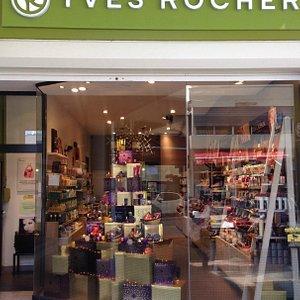 Christmas at Yves Rocher in Marigot