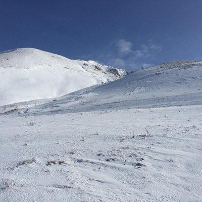 Πέτρες πέτρες ... Και το έχουν ανοιχτό για χιονοδρομία ! Ερασιτέχνες
