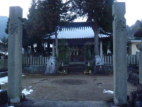 境内と拝殿