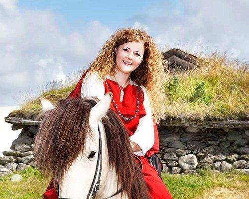 Jente på hest / Girl on horseback