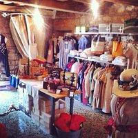 -il negozio di abbigliamento artigianale Made in Tuscany per gentiluomini e madame bolgheresi-