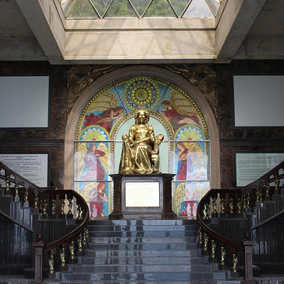 The lobby of the Temple Leah