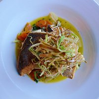Sea bream and crispy leeks