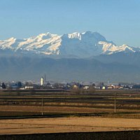 Provinzort nördlich Vercelli vor Monte Rosa Massiv