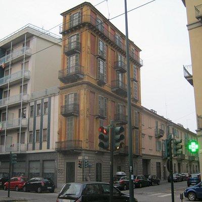 Casa Scaccabarozzi vista da Corso San Maurizio