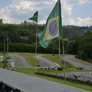 Parte da Pista com a bandeira do Brasil