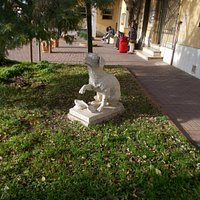 la scultura che ricorda Lampo