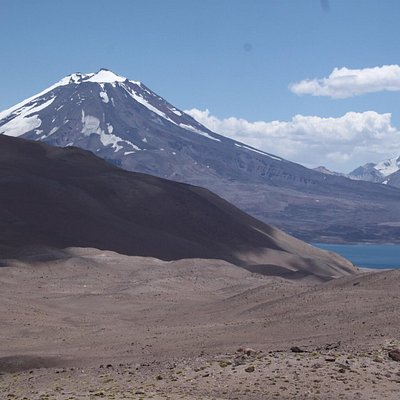 Coming around a turn, and you see this. The Maipo Volcano and the Diamond Lake, Laguna del diama
