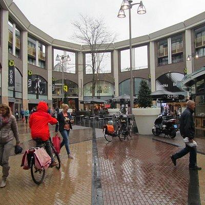 Het plein gedeelte van het winkelcentrum