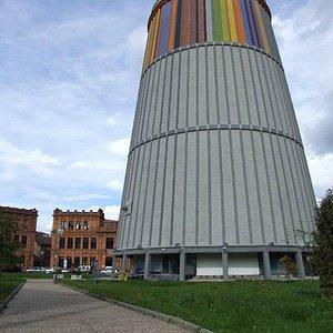 Torre de 45 m aguarda el centro de recepción de visitantes