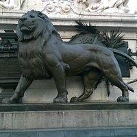 Lion @ place de la Republique