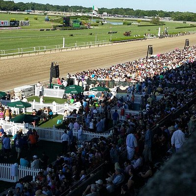 The crowd at 2014 Belmont Stakes 100k!